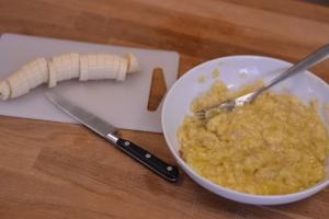 Banana and Sultana Cake   thehecticcook.com