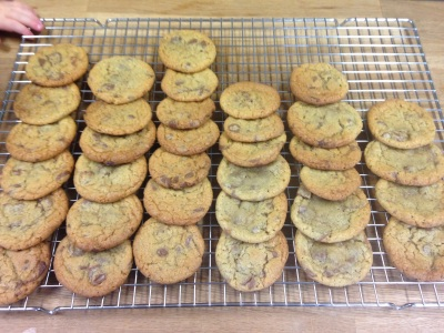 The Best Chocolate Chip Cookies | thehecticcook.com