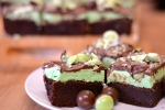 Chocolate Mint Brownie Slice - Rich chocolate brownie topped with a delicious mint layer, topped with more chocolate = heaven | thehecticcook.com