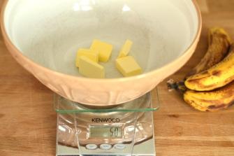 Sugar-Free Banana Cake | thehecticcook.com