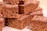 Mars Bar slice - really simple, incredibly tasty treat made from Mars Bars and rice cereal | thehecticcook.com