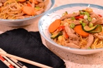 Pork Chow Mein - Gorgeous flavours make this healthy pork dish a dinner favourite | thehecticcook.com
