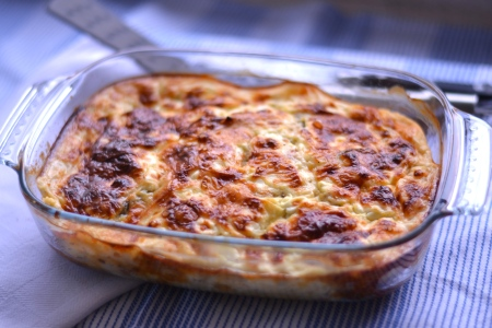 Healthy Crustless Quiche - A delicious quiche style dish without the crust and thus the calories, but all the taste! | thehecticcook.com