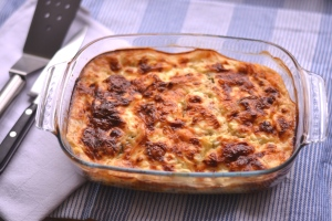 Healthy Crustless Quiche - A delicious quiche style dish without the crust and thus the calories, but all the taste!   thehecticcook.com