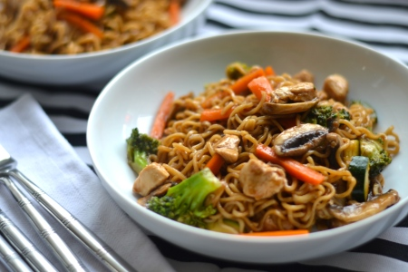 Teriyaki Chicken Noodles - Slightly salty, slightly sweet, these chicken noodles are full of goodness and taste delicious | thehecticcook.com
