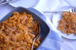 Quick & Simple Tuna Pasta Bake - A really simple creamy tomato pasta dish that is quick to make and will be loved by the whole family. | thehecticcook.com