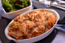 Sausage Pasta Bake - This super simple and quick pasta dish tastes like it should be full of calories, but it really isn't. Perfect for a midweek dinner. | thehecticcook.com